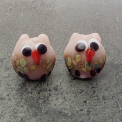 Owl plim glass earrling pair beads